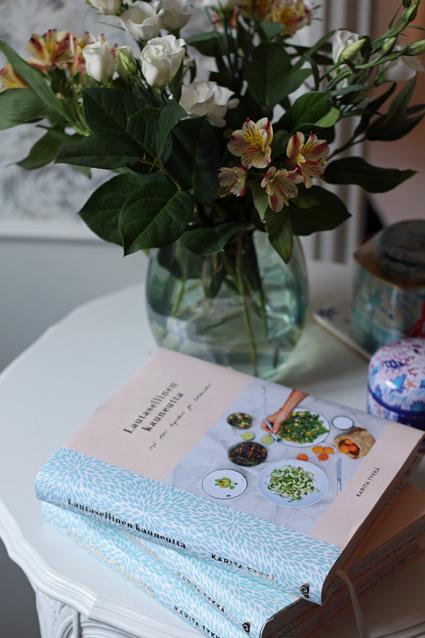 lautasellisen kauneutta -kirja
