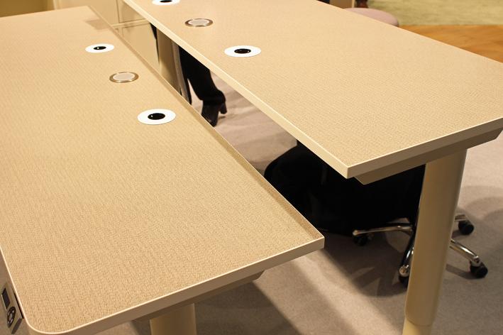 neuvotteluhuoneen pöytä